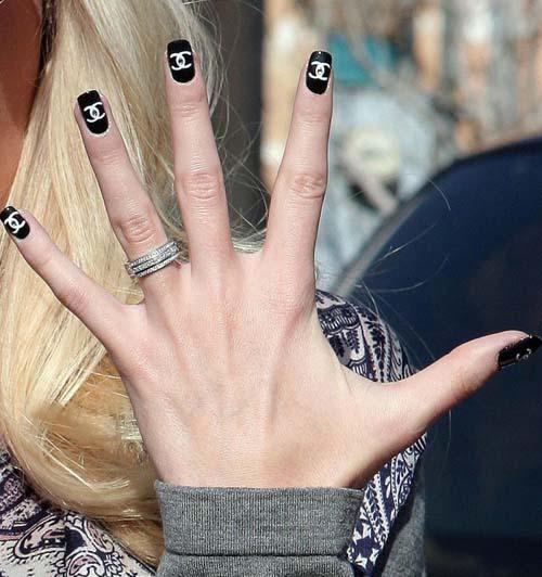 heidi-montag-chanel-fingernails-02