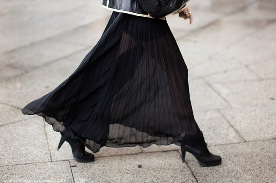 https://nininicole.files.wordpress.com/2012/02/skirt-black-long-sheer-pleated.jpg?w=300